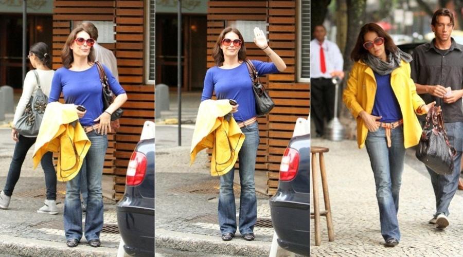 Carolina Ferraz passeia por rua do bairro do Leblon, zona sul do Rio (29/3/2012)