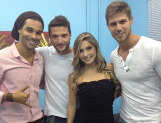 Ex-BBBs Daniel, Ronaldo, Renata e Jonas aparecem em foto postada pela sister no Twitter. Os participantes do