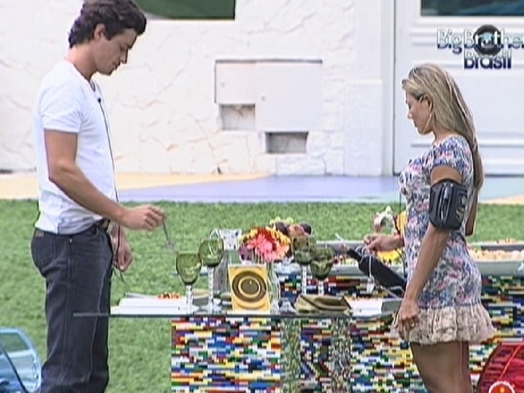 Fael e Fabiana aproveitam ltimo almoo do reality show (29/3/12)