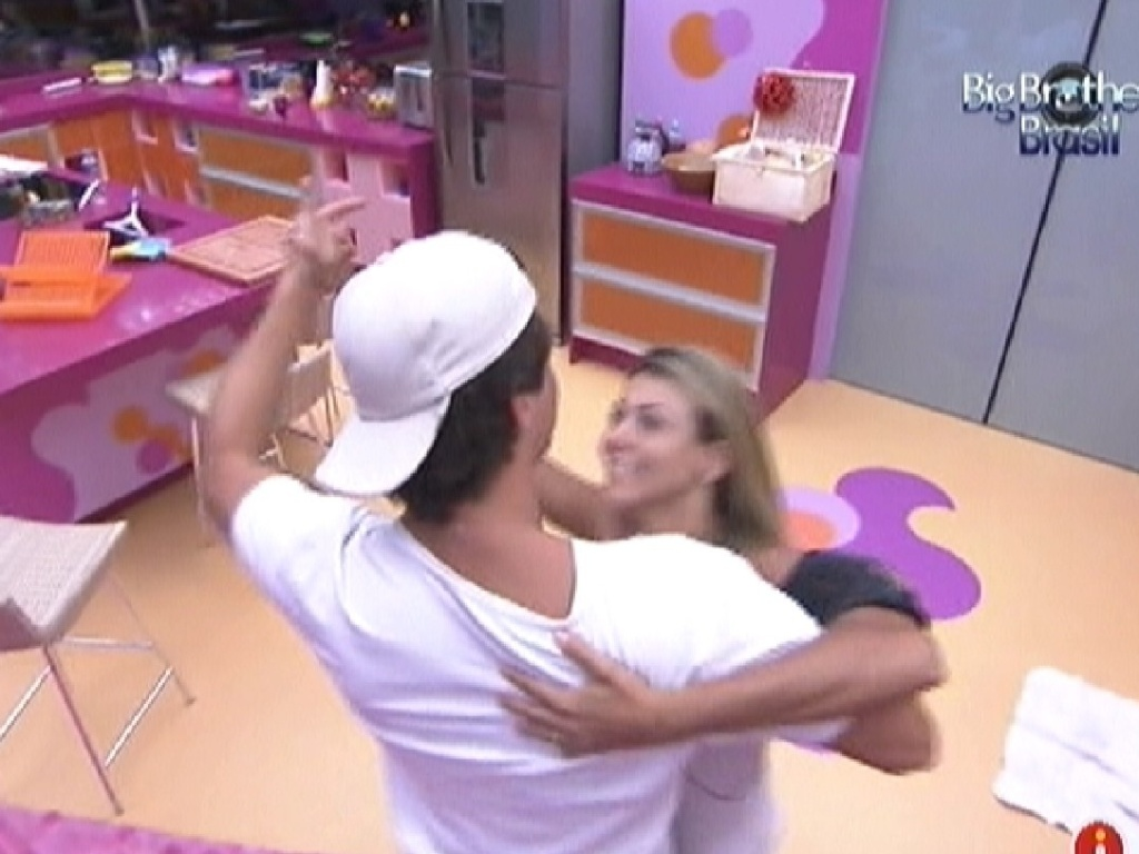 Fael e Fabiana danam valsa na cozinha (29/3/12)