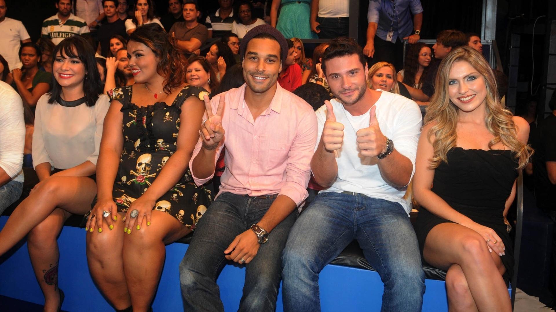 Jakeline, Analice, Daniel, Ronaldo e Renata assistem a final do