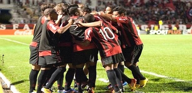 Jogadores do Atlético-PR comemoram gol contra o Cianorte (25/03/2012)