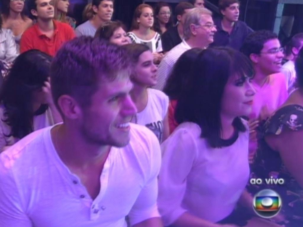 Jonas e Jakeline esperam pela final do programa (29/3/12)