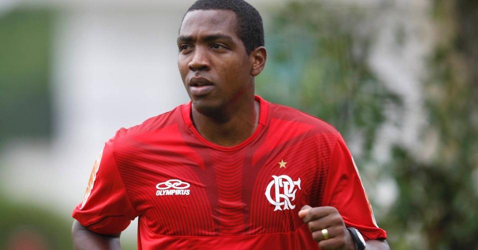 Meio-campo Renato Abreu apenas correu em volta do gramado; jogador está recuperado de arritmia cardiaca