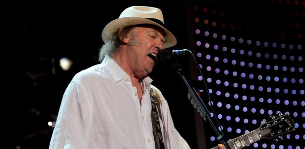 Neil Young toca em show tributo a Paul McCartney em Los Angeles (10/2/12)