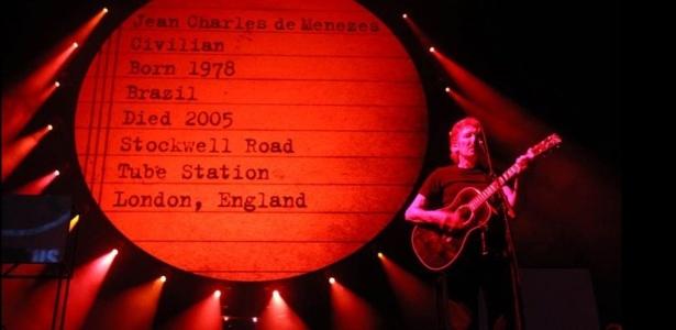 Roger Waters homenageia Jean Charles de Menezes em show no Rio de Janeiro (29/3/12)