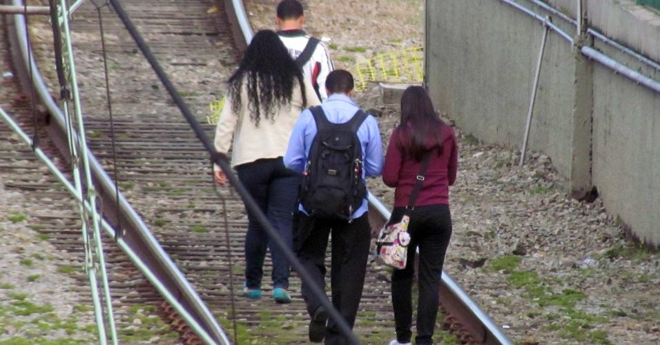 Um defeito no sistema de alimentação elétrica dos trens na linha 7-rubi da CPTM (Companhia Paulista de Trens Metropolitanos) na manhã desta quinta-feira (29.mar.2012) causou a paralisação dos trens entre as estações Pirituba e Luz em São Paulo