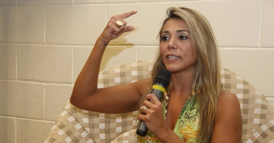 Durante entrevista, Fabiana revelou que conversava com Kelly sobre o jogo embaixo do edredom (30/3/12)