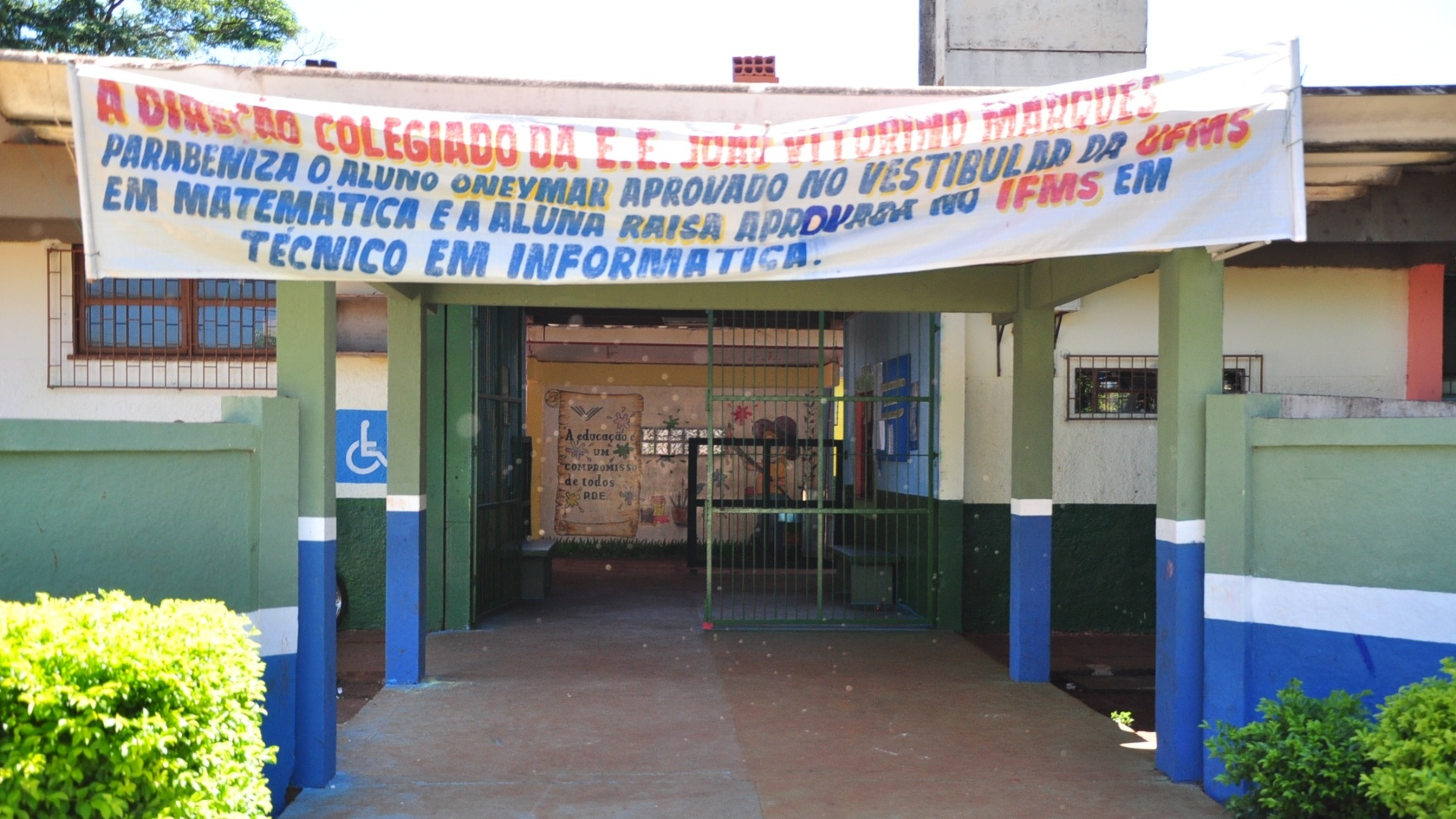 Entrada da antiga escola de Fael, Escola Estadual Joo Vitorino Marques, em Aral Moreira (30/3/12)