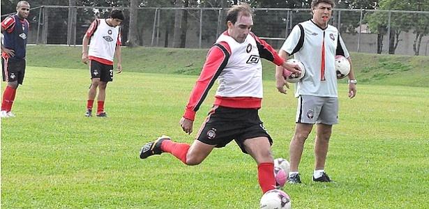 Paulo Baier, em treinamento do Atlético-PR no CT do Caju
