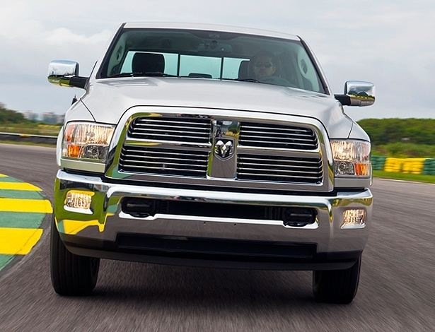 Ram 2500 Laramie: sair da frente &#233; uma atitude sensata; sentar ao volante custa <b>R$ 149.900</b>