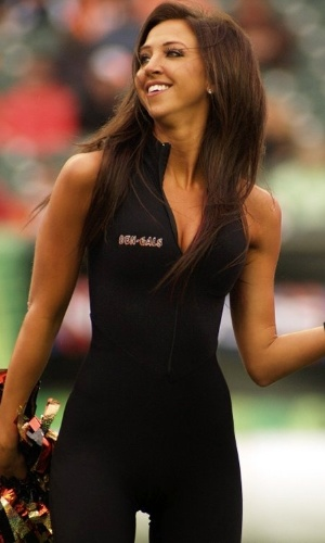 Sarah Jones, cheerleader do Cincinnati Bengals, que está sendo acusada de abuso sexual de um menor