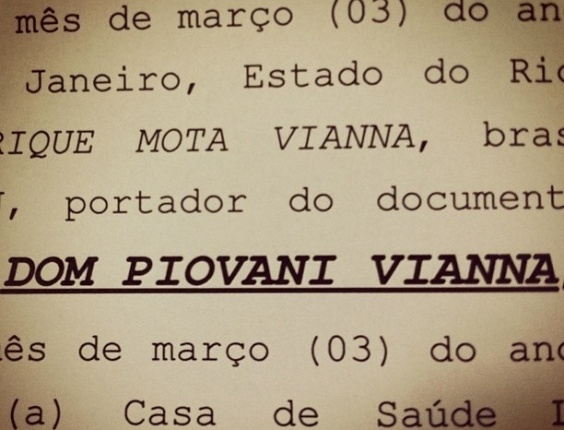 O marido de Luana Piovani, o surfista Pedro Scooby, postou no Twitter uma foto da certidão de nascimento do seu primeiro filho com a atriz, Dom Piovani Vianna. O bebê nasceu dia 26 de março (31/3/12)
