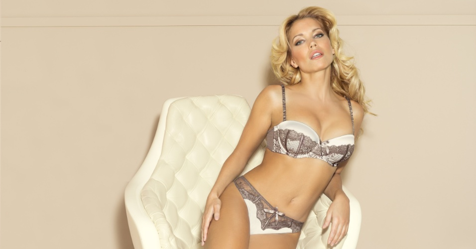 Sylvie Van der Vaart  estrela de novo comercial de lingerie