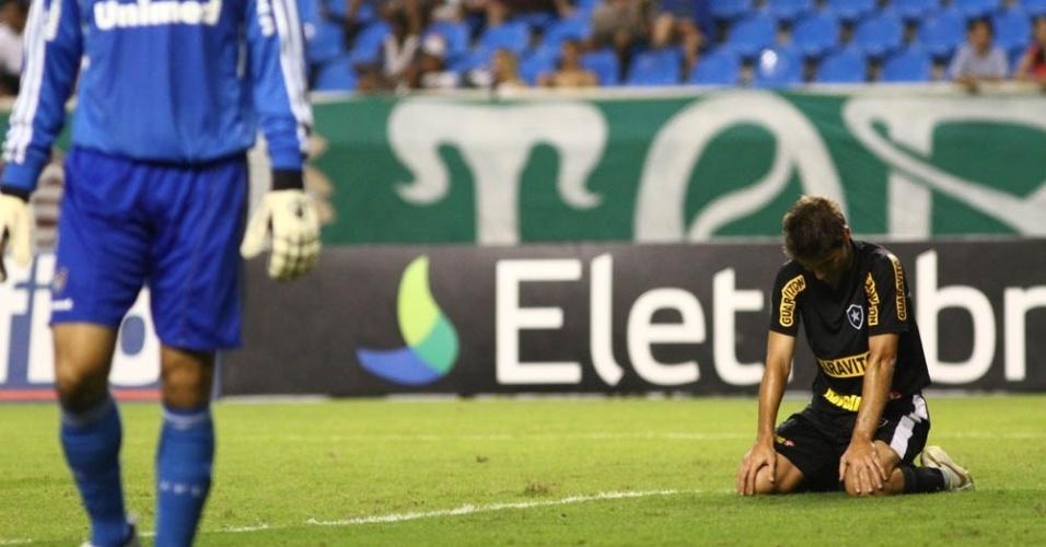 F. Gabriel lamenta chance desperdiçada no clássico Botafogo x Fluminense