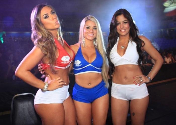 Nicole Bahls, Aryane e Larissa Riquelme posam como ring girls durante o AFC 2, em Manaus