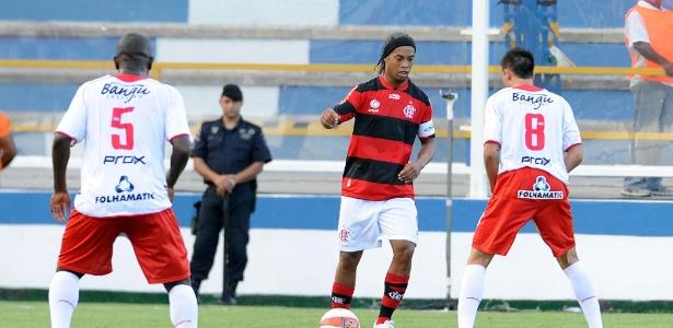 Ronaldinho Gaúcho esteve em campo na partida entre Flamengo e Bangu no domingo