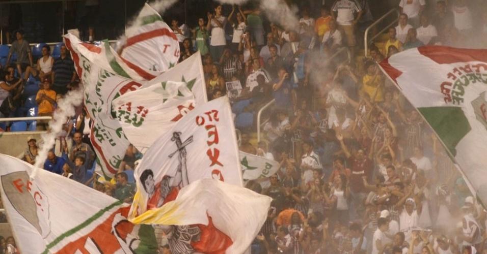 Torcida do Fluminense faz a festa no Engenhão
