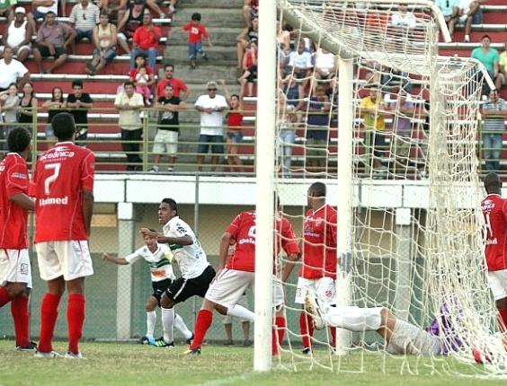 Demerson marca segundo gol do Coritiba contra o Rio Branco (01/04/2011)