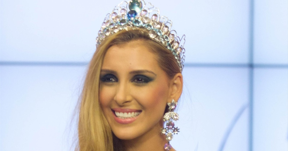 A modelo Mariana Notarângelo, do Rio de Janeiro, é coroada Miss Mundo Brasil 2012, nesta segunda-feira (2), durante cerimônia em Porto Alegre, no Rio Grande do Sul Renan Olaz/ Futurapress/Agência Brasil