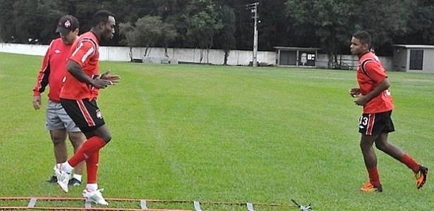 Volante Deivid, do Atlético-PR< treina no CT do Caju (02/04/2012)