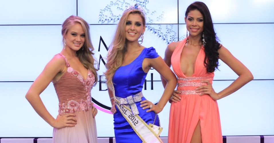 A modelo Mariana Notarângelo, do Rio de Janeiro (centro), é coroada Miss Mundo Brasil 2012 durante cerimônia em Porto Alegre, no Rio Grande do Sul. À sua direita a Miss Mundo Tocantins (2º lugar) e à esquerda a Miss Mundo Pernambuco (3º lugar)