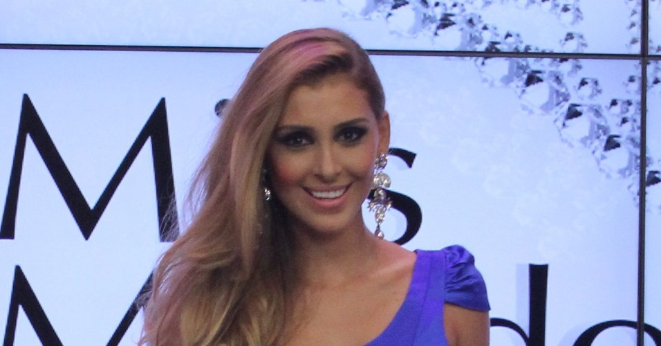 A modelo Mariana Notarângelo, do Rio de Janeiro, é coroada Miss Mundo Brasil 2012,  nesta segunda-feira (2)