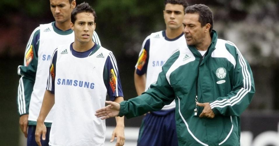 Vanderlei Luxemburgo orienta Lenny, no Palmeiras