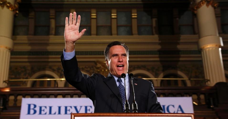 O candidato presidencial republicano à presidência dos Estados Unidos Mitt Romney fala a militantes em Milwaukee, em Wisconsin