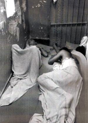 Pastoral do Menor do Espírito Santo divulgou imagens de menores acorrentados em cela da Unidade de Atendimento Inicial de Vitória