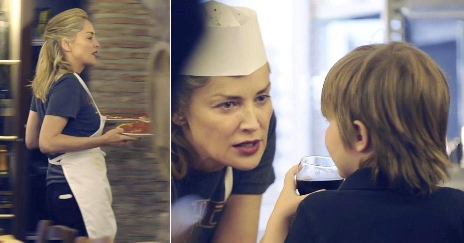 Com avental e chapéu de cozinheiro, Sharon Stone serve pizza para os filhos, Quinn e Laird, em um restaurante em Roma, na Itália (4/4/12)