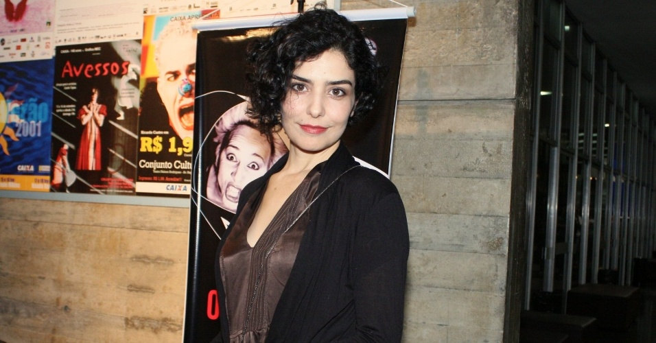 Letícia Sabatella prestigia a estreia da peça