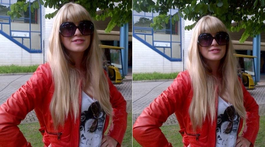 Marina Ruy Barbosa aparece de peruca loira (5/4/2012)