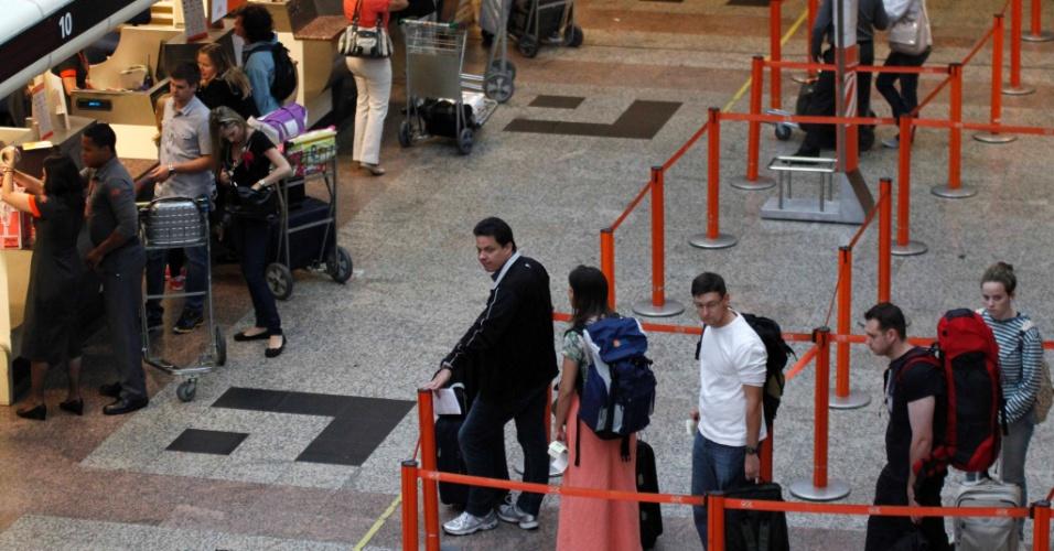 Movimento  é intenso no Aeroporto Salgado Filho, em Porto Alegre (RS), nesta quinta-feira, véspera do feriado de Páscoa