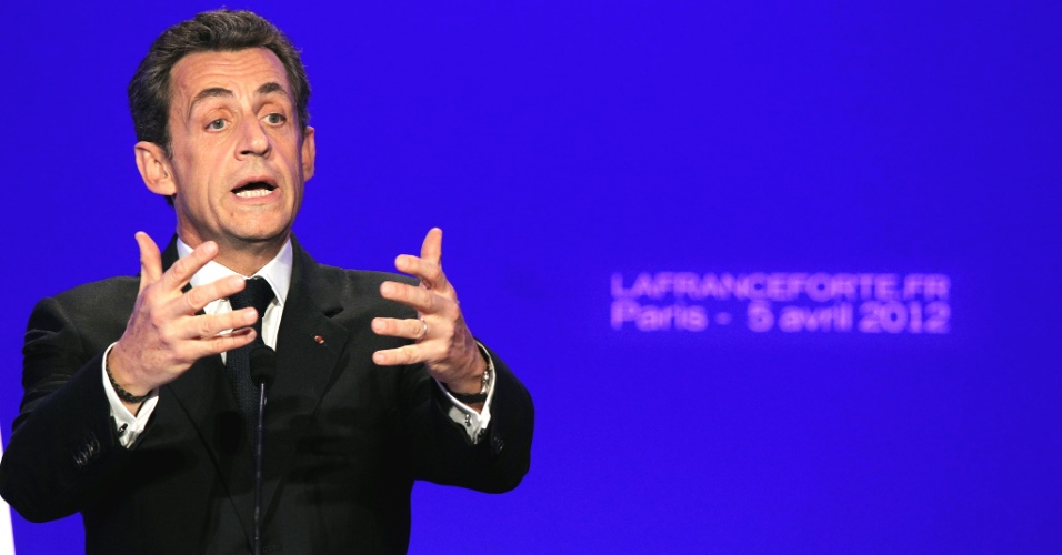 Nicolas Sarkozy, presidente franc&#234;s e candidato &#224; reelei&#231;&#227;o pelo partido UMP, discursa em ato de campanha em Paris, na Fran&#231;a