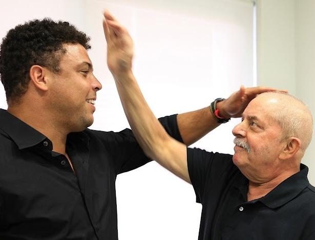 O ex-jogador e empresário Ronaldo visitou nesta quinta ao ex-presidente Lula, que se recupera de  tratamento contra câncer na laringe