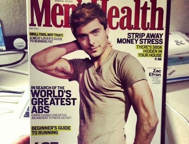 """A revista """"Men's Health"""" divulgou em seu perfil no Facebook sua capa da edição para assinantes de maio de 2012 que tem Zac Efron mostrando a nova tatuagem do astro (6/4/12)"""