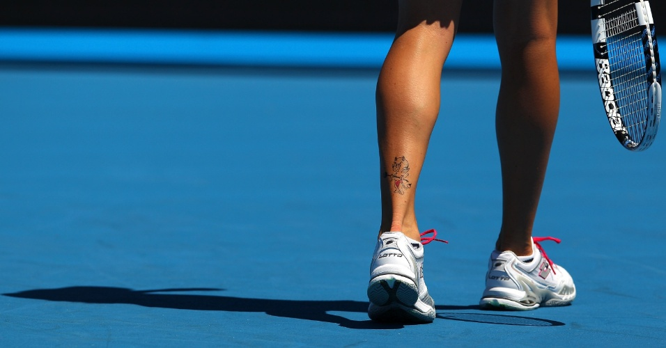 A tenista polonesa Agnieszka Radwanska tem tatuado um diabinho em sua perna esquerda