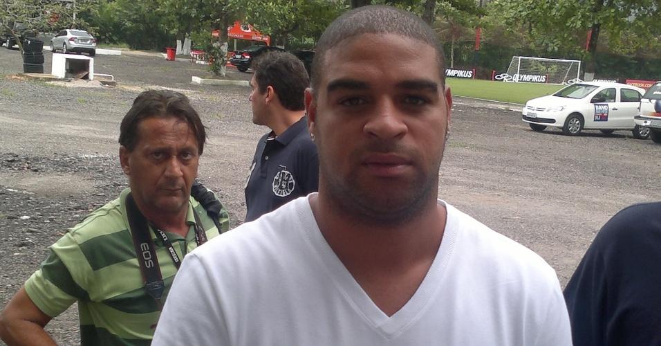 Adriano dá entrevista no Flamengo