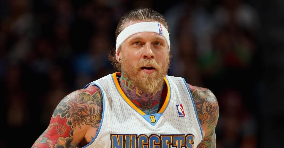 Chris Andersen, do Denver Nuggets, possui um verdadeiro mosaico de tatuagens em seus braços e tronco