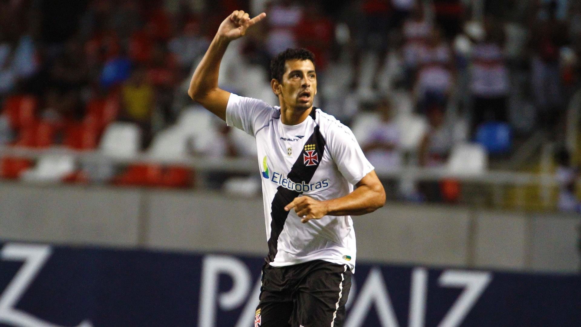Atacante Diego Souza vibra após balançar as redes do Flamengo e empatar o clássico para o Vasco, no estádio do Engenhão, pelo Campeonato Carioca