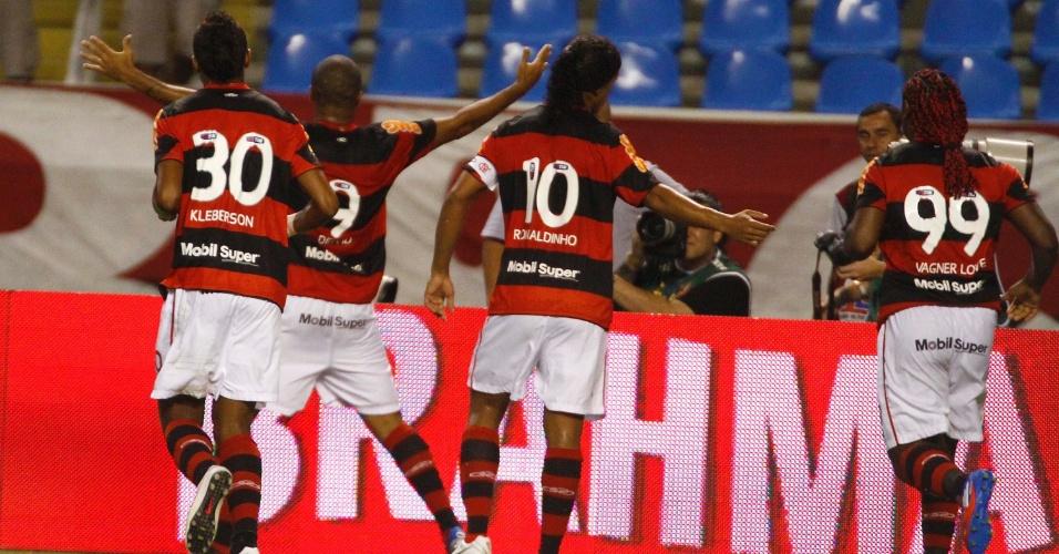 Deivid vibra após marcar o gol que abriu o placar no clássico entre Flamengo e Vasco, pelo Campeonato Carioca, no estádio do Engenhão