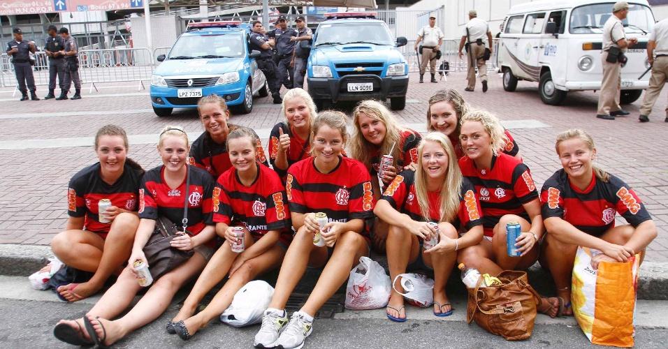 Grupo de torcedoras norueguesas vai ao Engenhão para apoiar o Flamengo no clássico contra o Vasco, pelo Campeonato Carioca