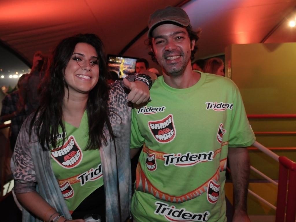A atriz Fernanda Paes Leme e o humorista Bruno Mazzeo em camarote do festival Lollapalooza Brasil 2012 (7/4/12)