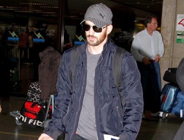 """Barbudo, ator Chris Evans desembarca em São Paulo para divulgar o filme """"Os Vingadores"""", que estreia 27 de abril. Ele interpreta o Capitão América (8/4/12)"""
