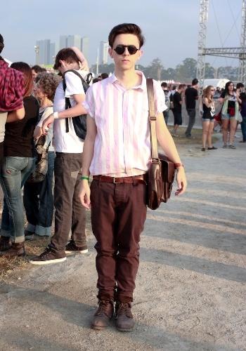 Calça Top Man, camisa Asos e botas Pull and Bear compõem o look do estudante de arquitetura Ulisses Mattos, 19, no primeiro dia do Festival Lollapalooza Brasil, em São Paulo (07/04/2012)