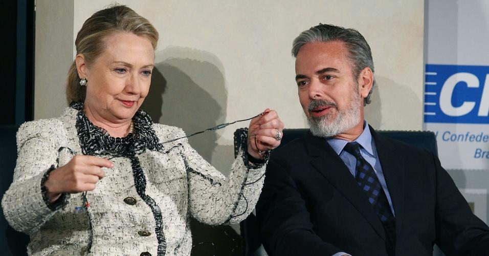 A secretária de Estado americana, Hillary Clinton, e o ministro brasileiro das Relações Exteriores, Antonio Patriota, participam de evento dedicado ao Brasil na Câmara de Comércio dos Estados Unidos em Washington
