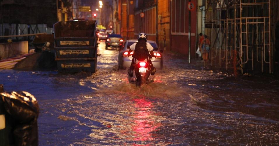 Forte chuva provoca alagamentos no Rio de Janeiro, nesta segunda-feira