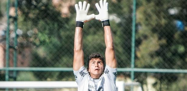 Com pré-contrato com São Paulo, Renan Ribeiro passa a treinar sozinho no Atlético