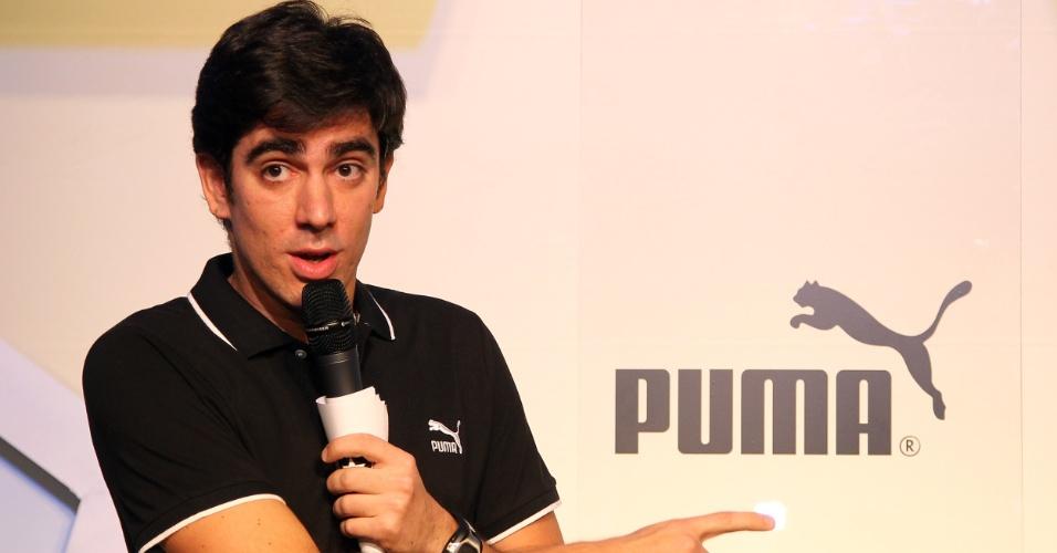 Humorista Marcelo Adnet participa de lançamento de uniforme do Botafogo, seu time do coração, e faz pequeno stand-up (09/04/2012)